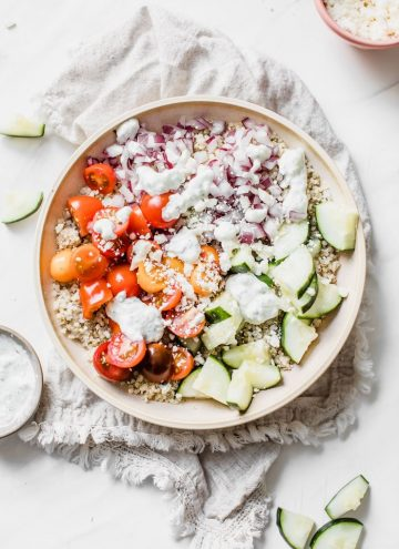 Mediterranean Quinoa Bowl | thealmondeater.com