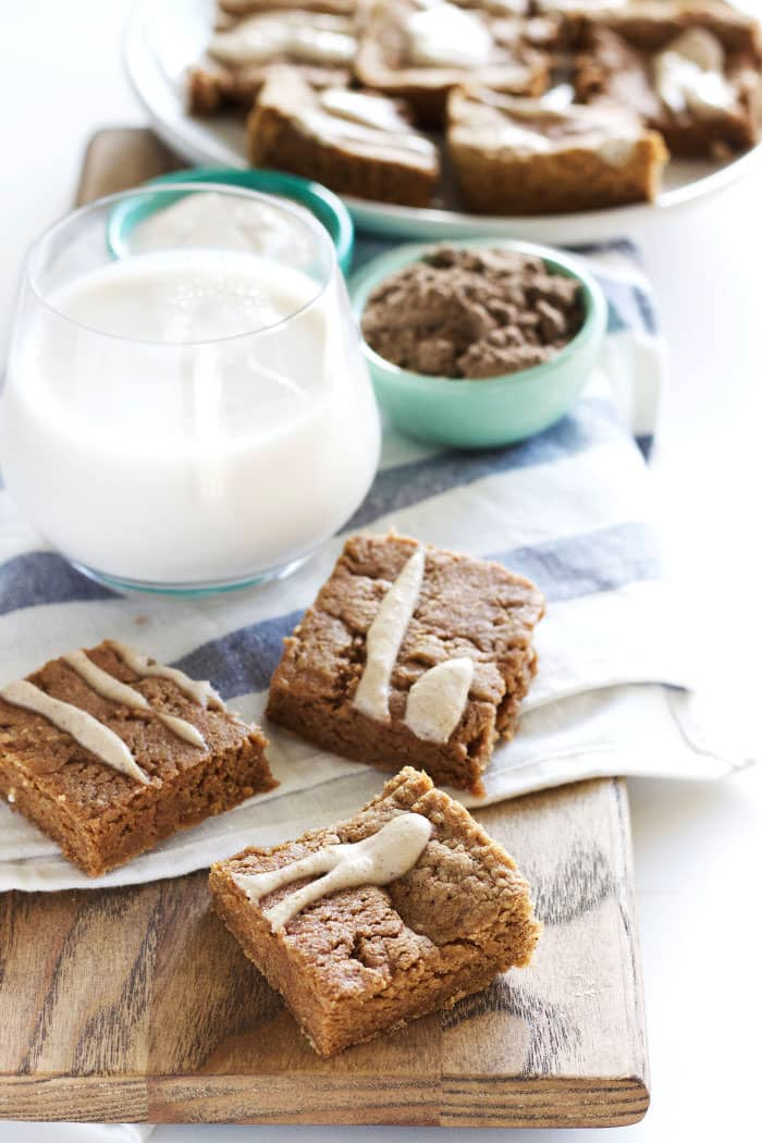 PROTEIN BARS that taste like chai spice. Recipe comes with a #vegan option too!