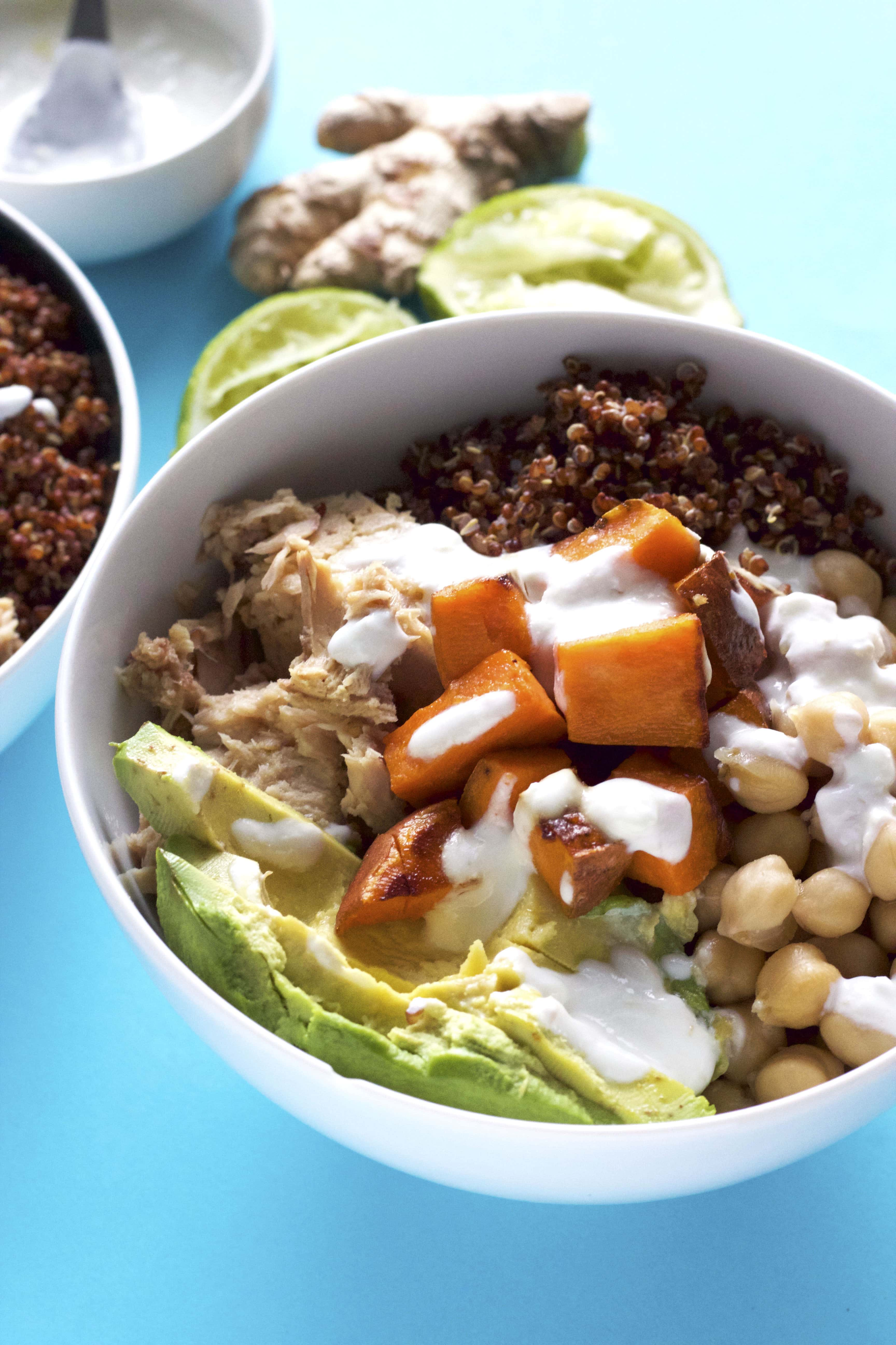 A delicious and healthy power bowl filled with quinoa, avocado and tuna! | thealmondeater.com