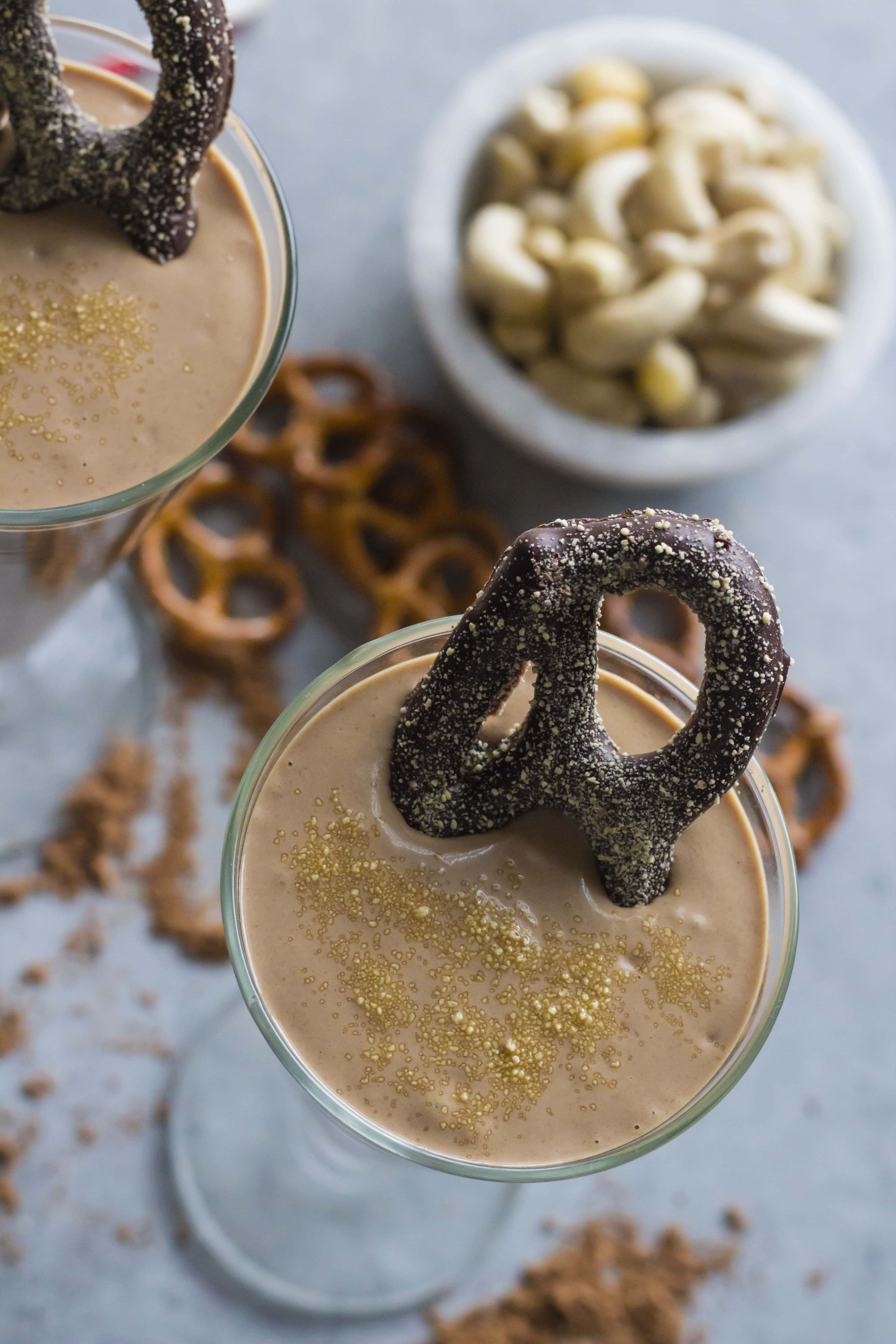 A HEALTHY smoothie that's both salty and sweet! | thealmondeater.com