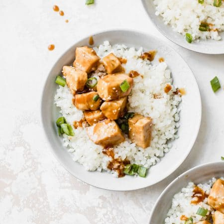 Honey Garlic Chicken with cauliflower rice is a healthy #paleo dinner recipe | thealmondeater.com