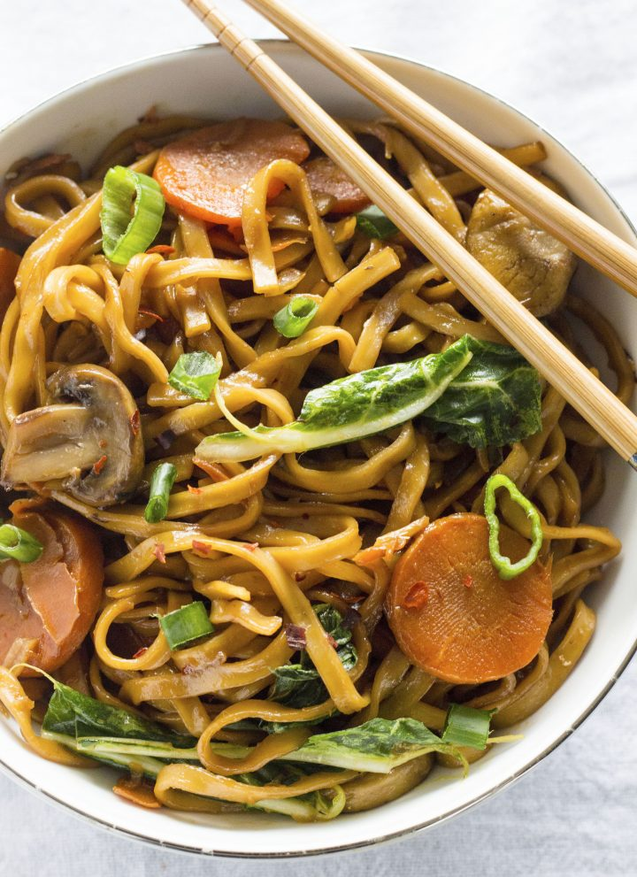 ONE PAN noodle dish full of spicy flavor! | thealmondeater.com