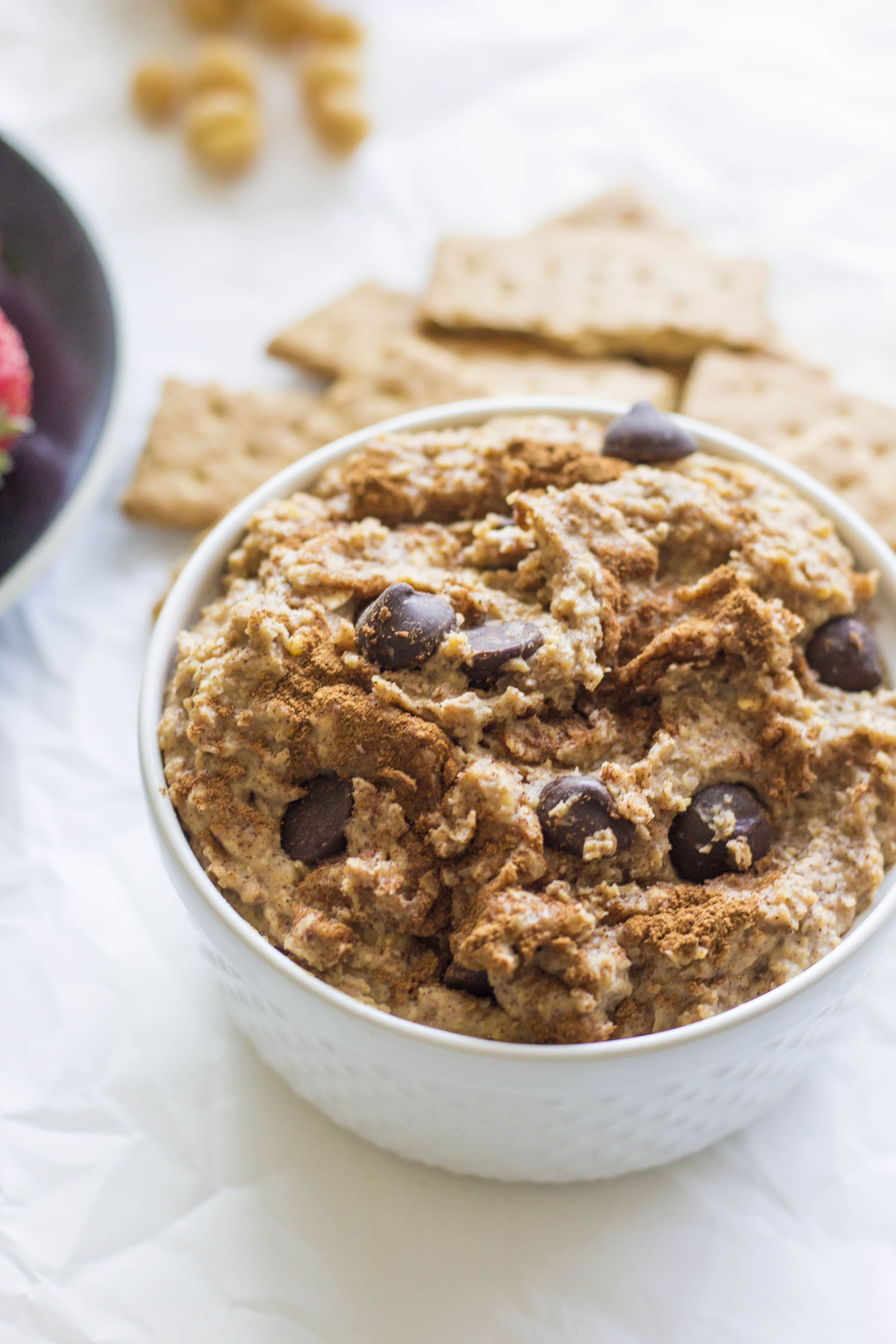 Cinnamon Chocolate Chip Chickpea Dip | A healthier appetizer made of chickpeas--your friends will never know!!