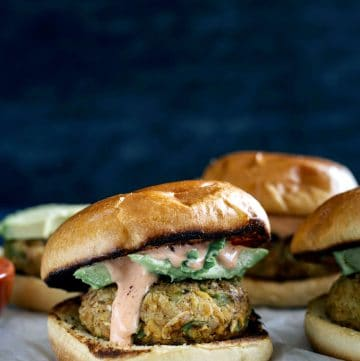 Cajun Chickpea Burgers | Spicy veggie burgers made from chickpeas that hold together perfectly!