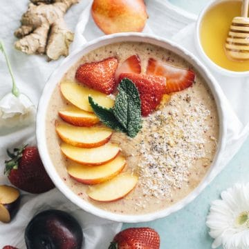 Nectarine Ginger Smoothie Bowl   Put those nectarines to good use by whipping up this HEALTHY smoothie bowl that's packed with ginger and #vegan too