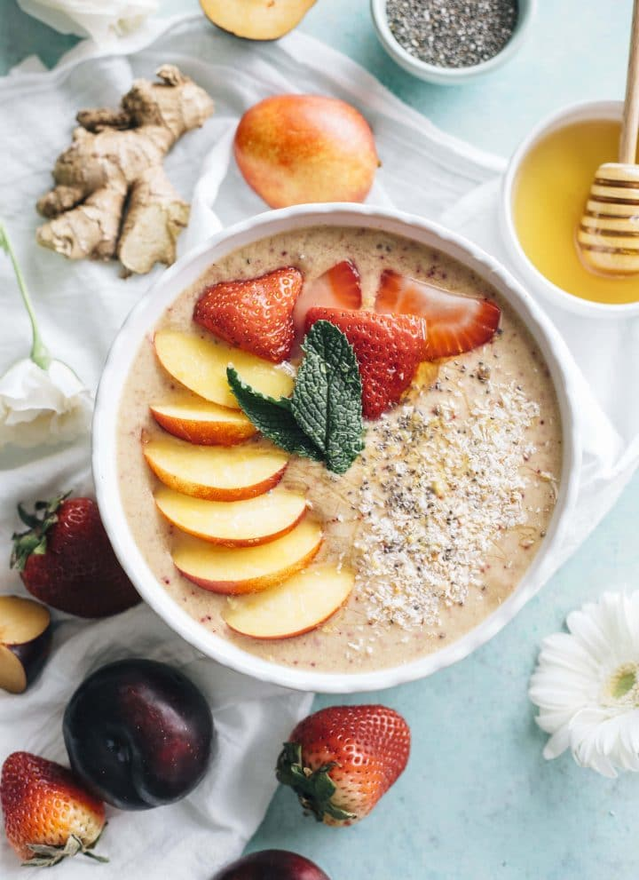 Nectarine Ginger Smoothie Bowl | Put those nectarines to good use by whipping up this HEALTHY smoothie bowl that's packed with ginger and #vegan too