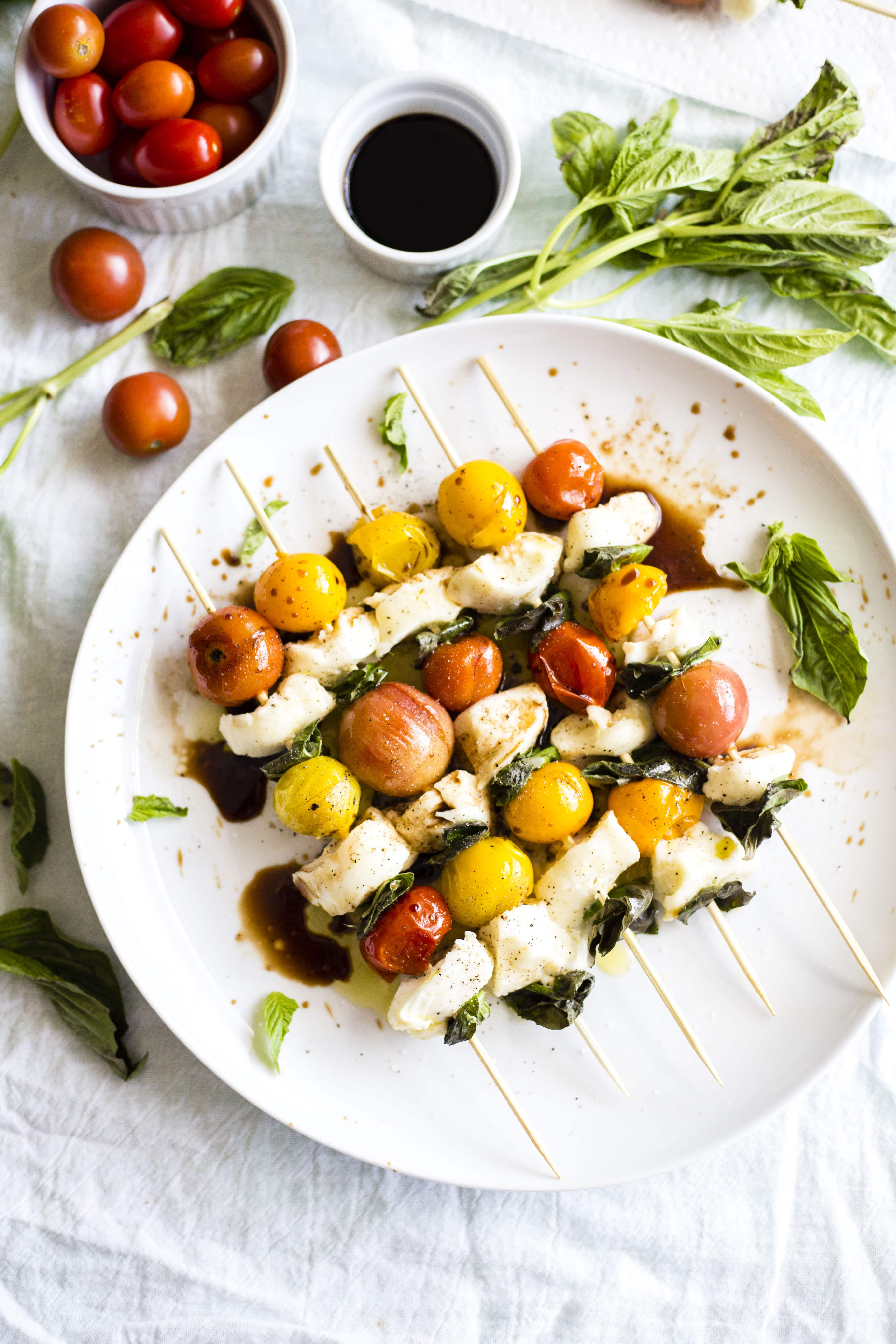 Baked Caprese Kebabs | No grill? No problem! These caprese kebabs are made in the oven and are a super simple appetizer!