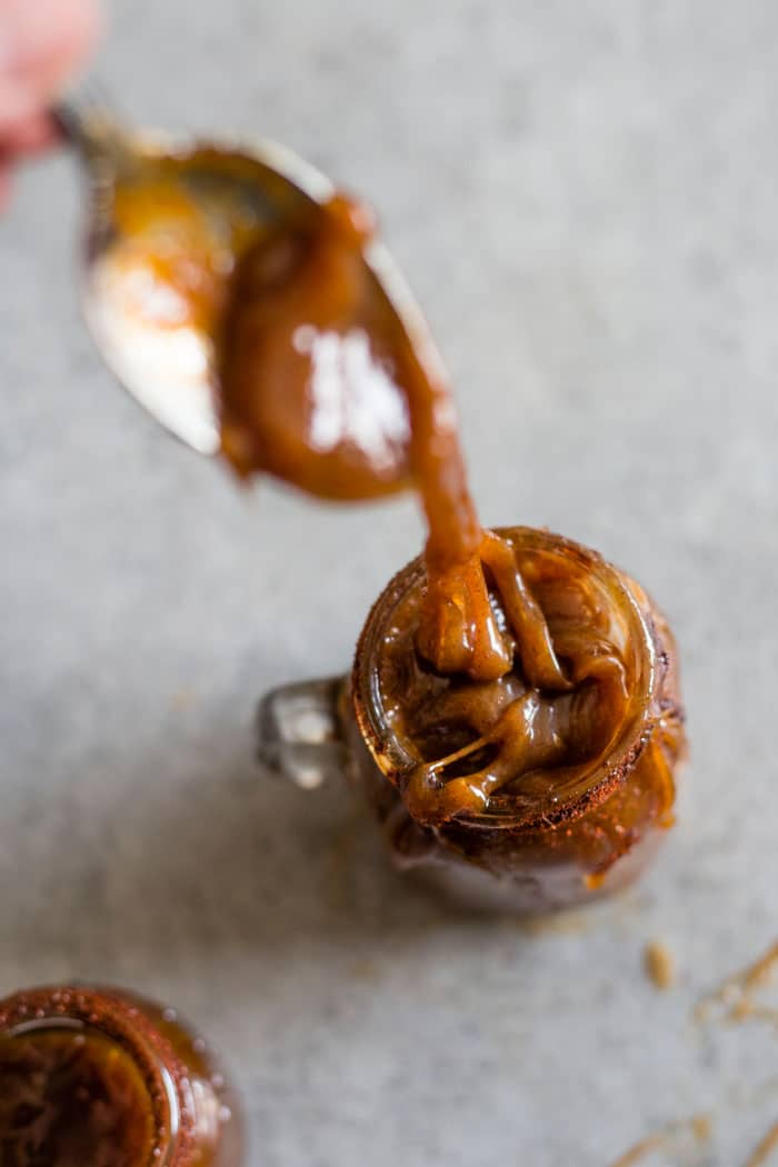 Chipotle Caramel Sauce | Healthy caramel sauce with a spicy kick to it #dairyfree #vegan