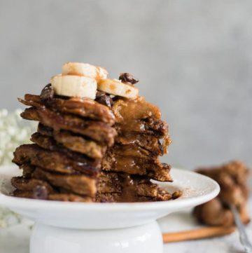 Chocolate Chip Cinnamon Pancakes | Fluffy HEALTHY chocolate chip pancakes with a cinnamon glaze | thealmondeater.com