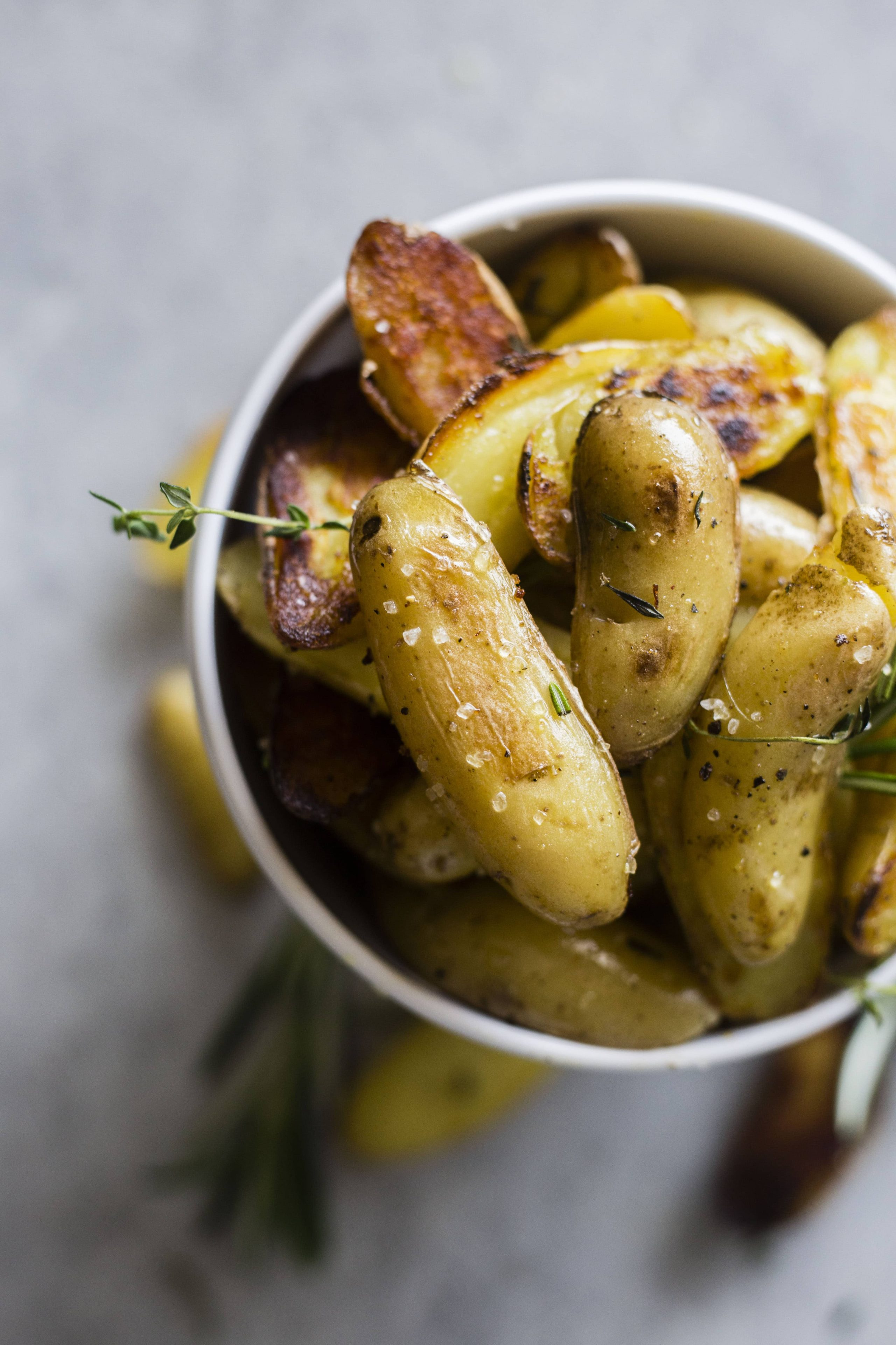 Skillet Roasted Potatoes | Crispy potatoes you can make on the skillet and enjoy for breakfast or as a side | thealmondeater.com