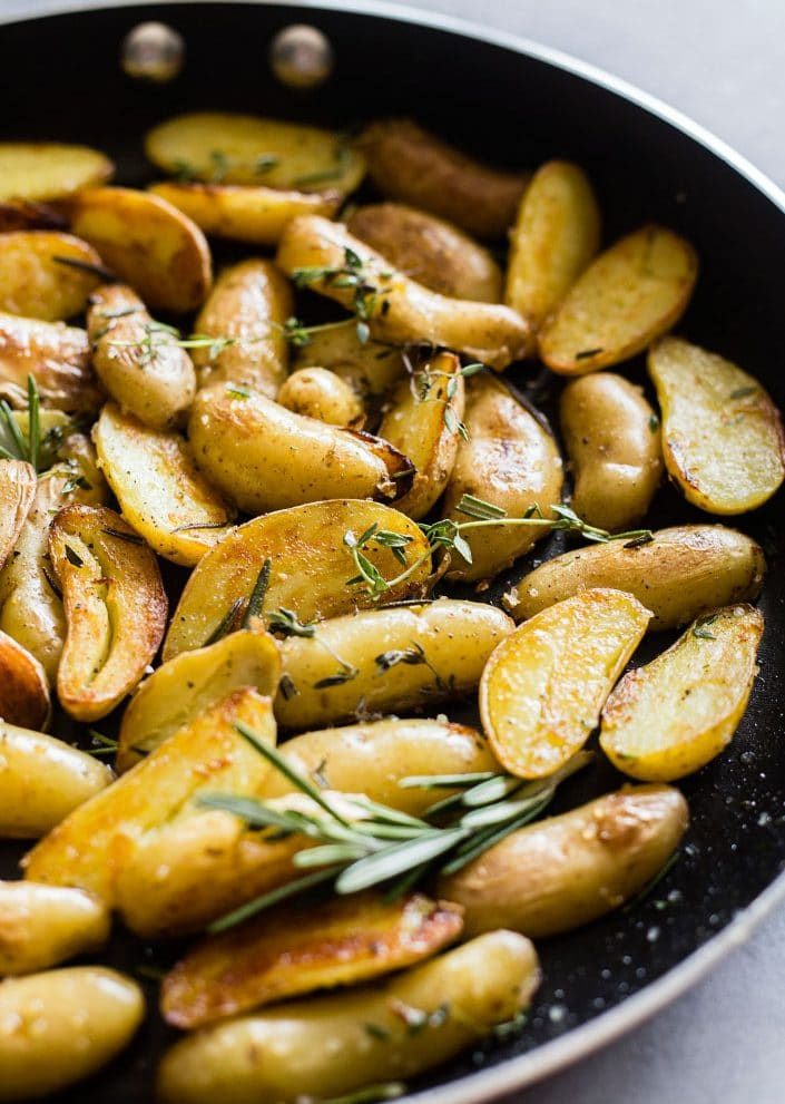 Skillet Roasted Potatoes | You CAN roast potatoes on the skillet until they're crispy--YUM