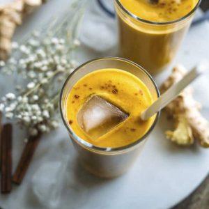 Ginger Pumpkin Smoothie | Enjoy this fall-flavored pumpkin smoothie with the addition of GINGER | thealmondeater.com