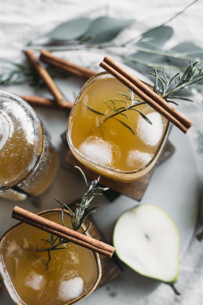 Honey Pear Margarita | Say hello to your new favorite fall cocktail, featuring PEARS | thealmondeater.com