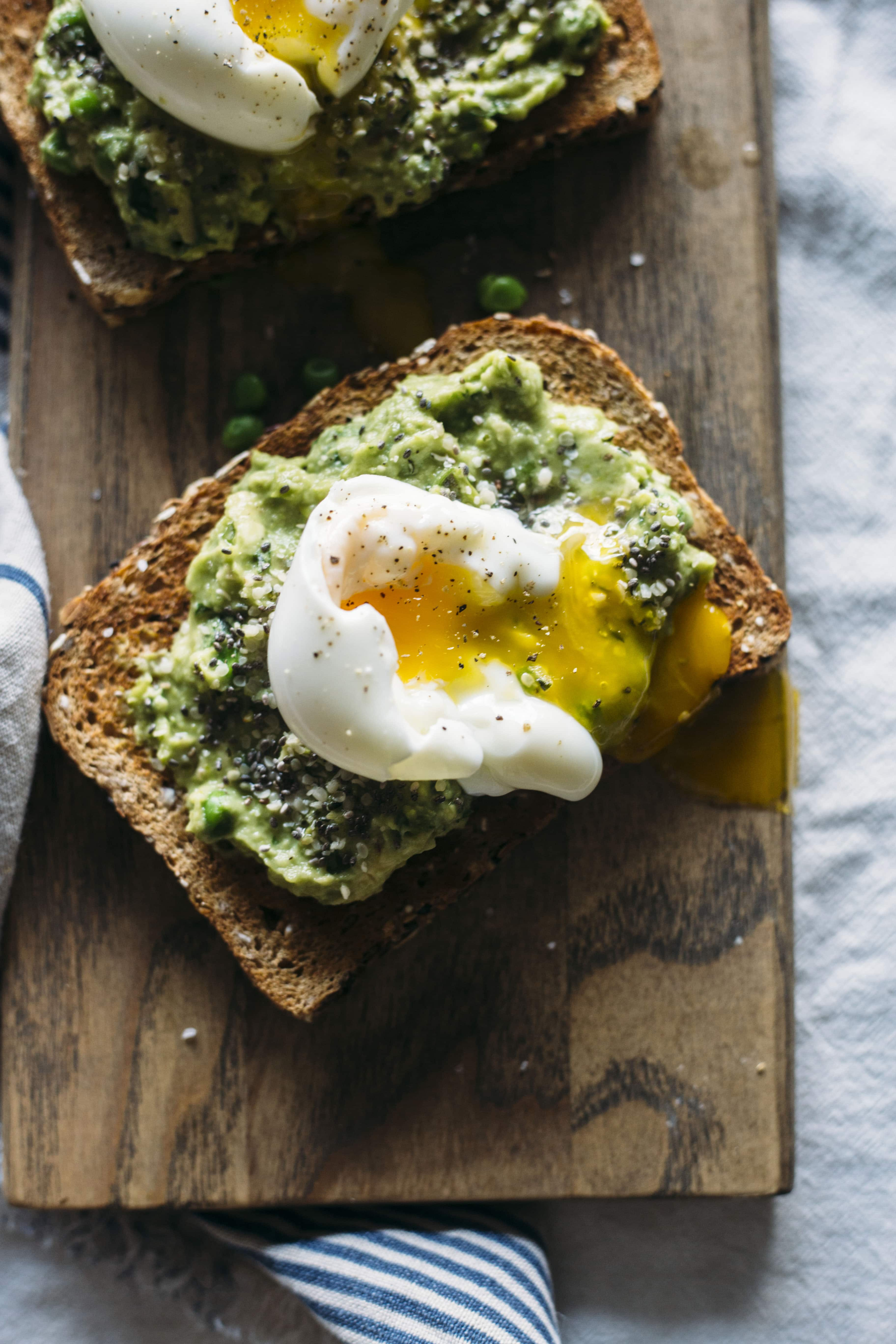 Superfood Toast | This toast is topped with superfoods like chia and hemp seeds and a tasty avocado pea mash, aka the perfect breakfast | thealmondeater.com