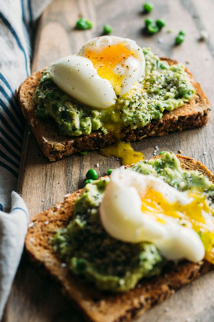 Superfood Toast | Toast topped with superfoods like chia seeds and a tasty avocado pea mash | thealmondeater.com