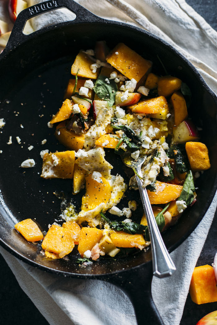 Butternut Squash Hash | A fall-flavored breakfast hash filled with butternut squash, apples, bacon, and eggs | thealmondeater.com