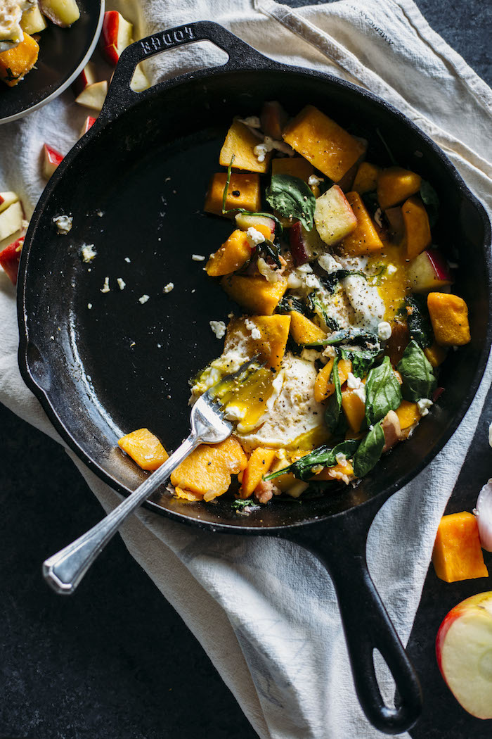 Butternut Squash Hash | Enjoy this breakfast hash filled with squash, bacon and EGGS--perfect for fall! | thealmondeater.com