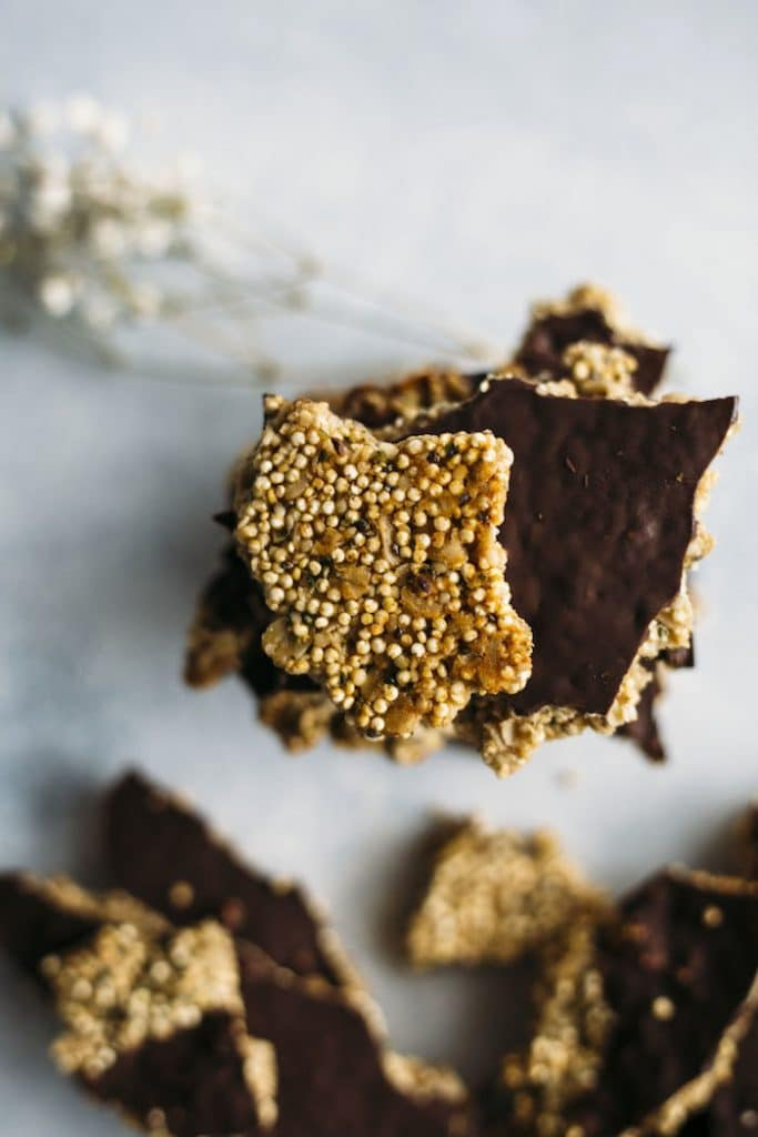 Peanut Butter Quinoa Brittle | Enjoy this healthy snack packed with quinoa, superfoods and PEANUT BUTTER! | thealmondeater.com