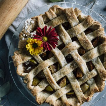 Vegan Pear Pie | A vegan pie filled with chai spice-flavored pears! | thealmondeater.com