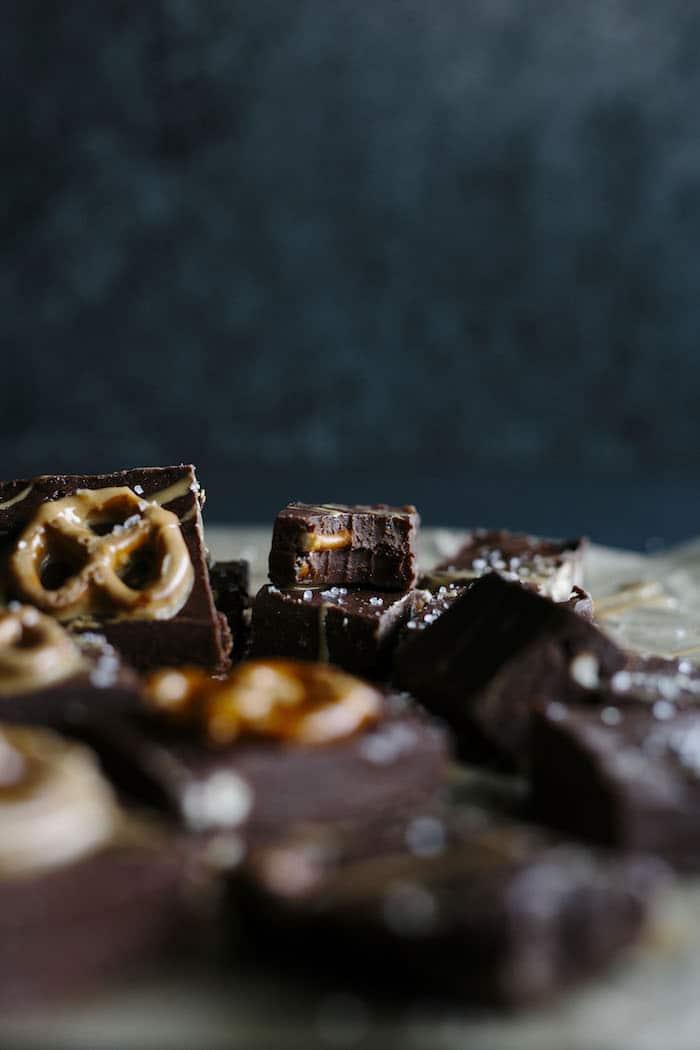 Chocolate Peanut Butter Pretzel Fudge | Simple fudge that combines the 3 best flavors: chocolate, peanut butter and pretzel! | thealmondeater.com