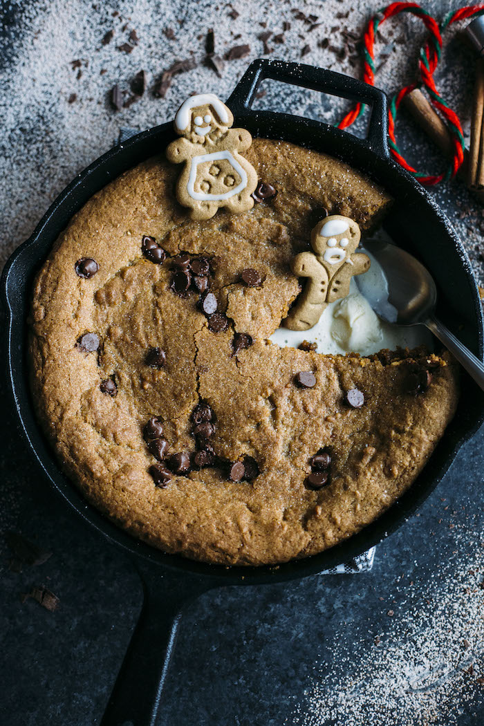 Gingerbread Skillet Cookie | A warm and chewy chocolate chip GINGERBREAD skillet cookie | thealmondeater.com