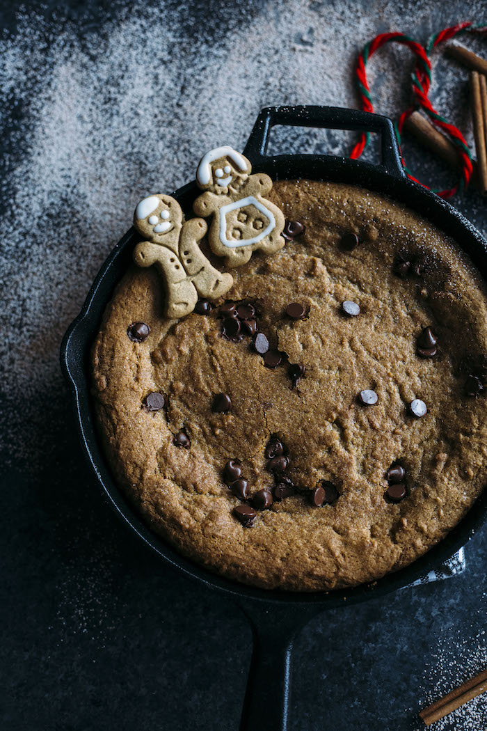 Gingerbread Skillet Cookie | A giant chocolate chip GINGERBREAD skillet cookie | thealmondeater.com