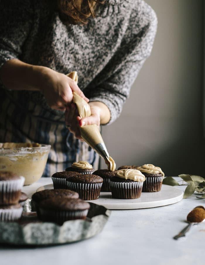 Vegan Espresso Cupcakes with tahini icing   thealmondeater.com