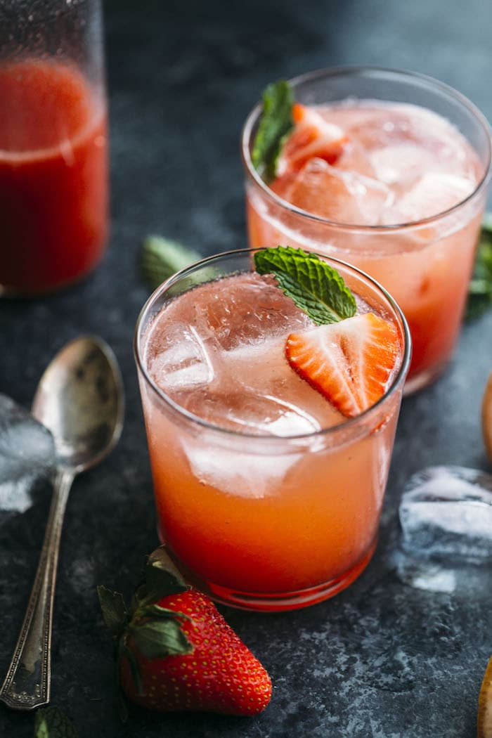 This Strawberry Grapefruit Shrub is a refreshing nonalcoholic drink that you'll LOVE | thealmondeater.com