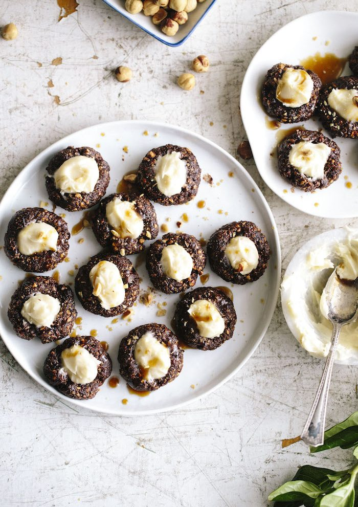 Nutella Thumbprints that can be enjoyed with mascarpone or easily be made vegan! A quick, no bake dessert