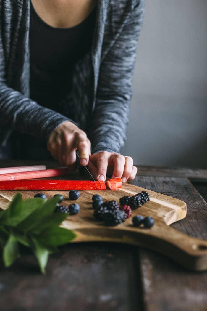gluten free berry rhubarb crisp | thealmondeater.com