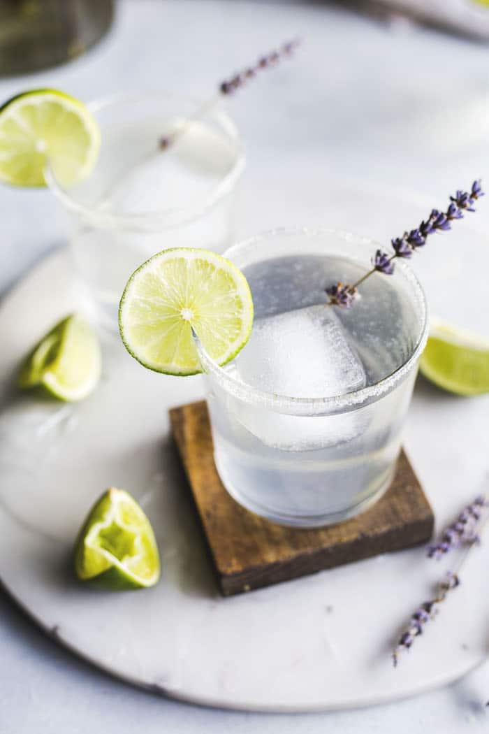 lavender margarita | a light and refreshing boozy drink!