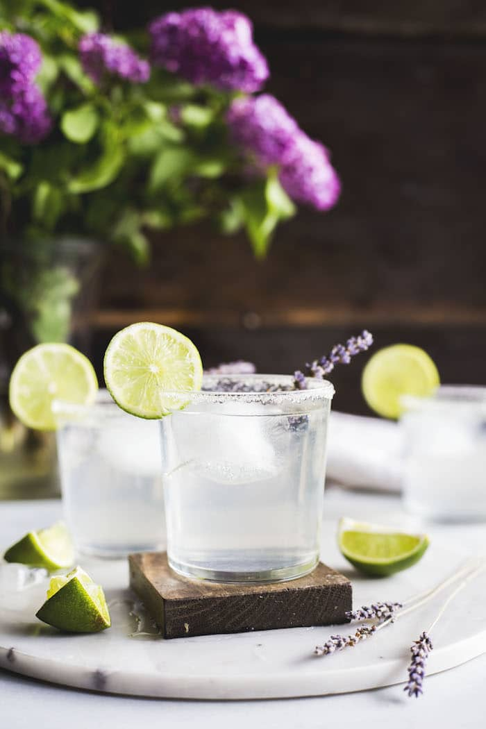 lavender margarita | a light and refreshing boozy drink!