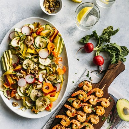 PALEO spiralized vegetable salad with garlic+lemon shrimp skewers!