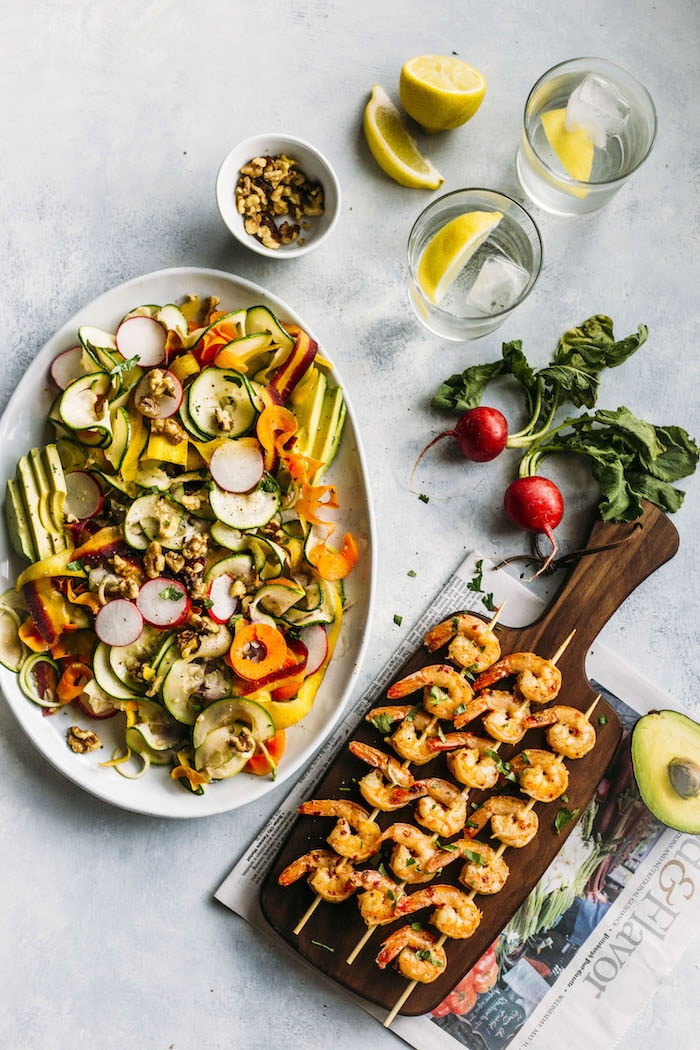 PALEO spiralized vegetable salad with garlic+lemon shrimp skewers!