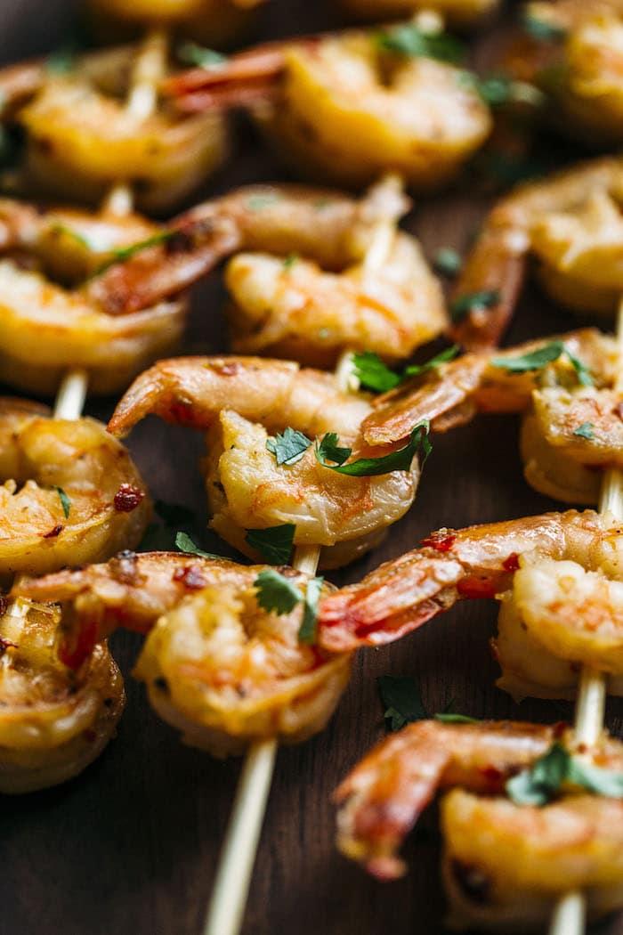 PALEO spiralized vegetable salad with garlic and lemon shrimp!