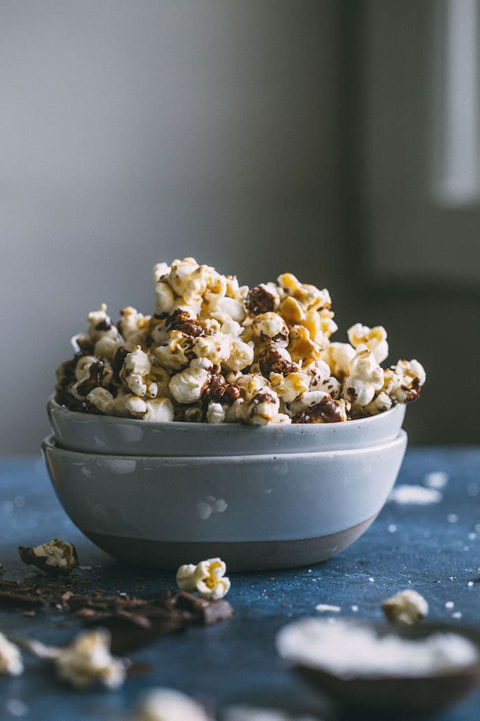 Vegan SAMOA Popcorn with caramel, chocolate and coconut!