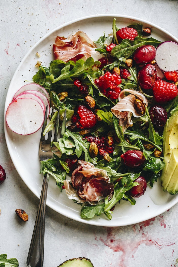 Raspberry Arugula Salad | thealmondeater.com