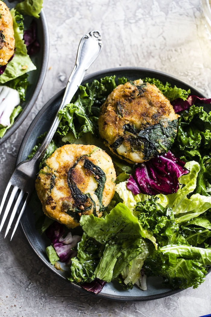 Vegan Potato Cakes | Made with potatoes, spinach and cauliflower, these potato cakes are perfect for breakfast, lunch or dinner!