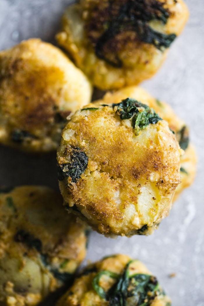 Vegan Potato Cakes | Potatoes, spinach and cauliflower make up these scrumptious chipotle-flavored cakes that can be enjoyed for breakfast, lunch or dinner | thealmondeater.com