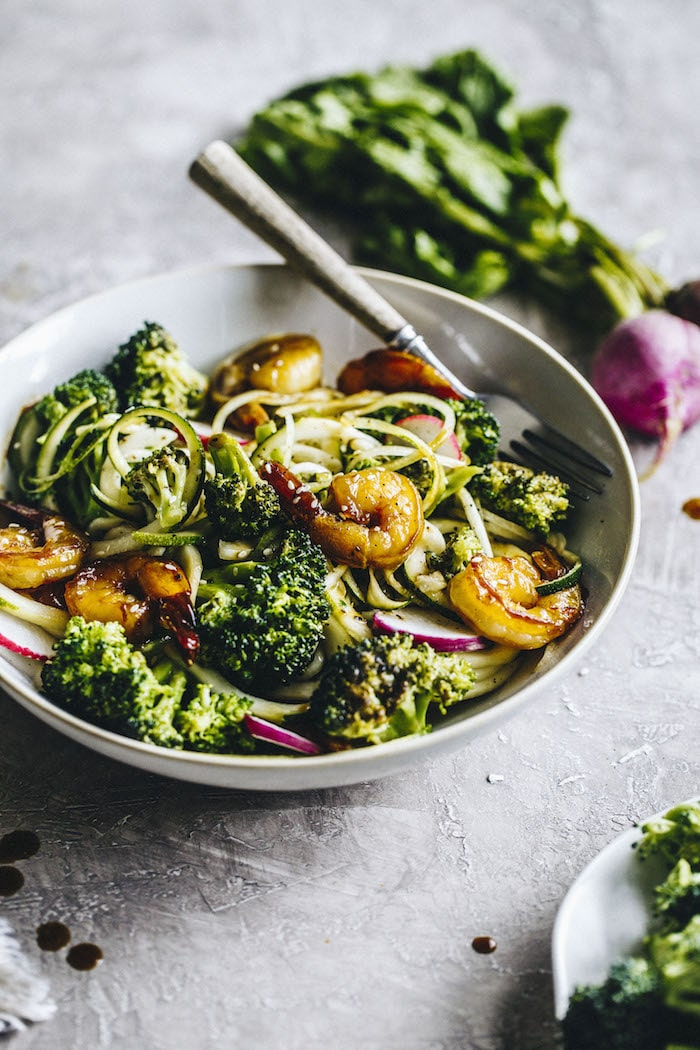 Paleo Broccoli Shrimp with Zucchini Noodles | thealmondeater.com