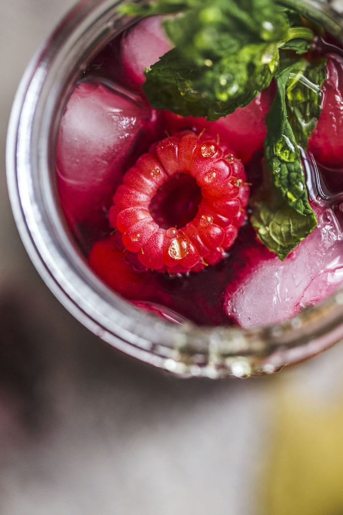 Raspberry Hibiscus Iced Tea with mint and honey | thealmondeater.com