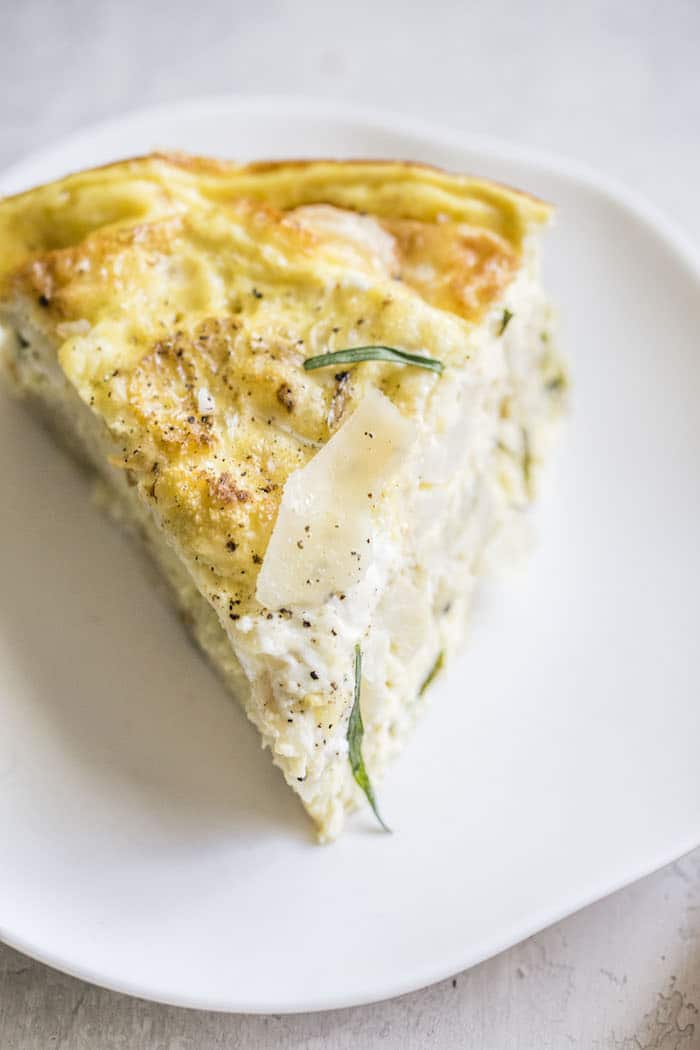 Roasted Cauliflower Crustless Quiche | thealmondeater.com