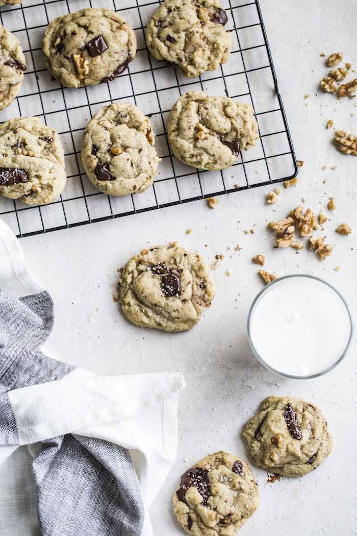 Vegan Chocolate Chunk Cookies with Walnuts | thealmondeater.com