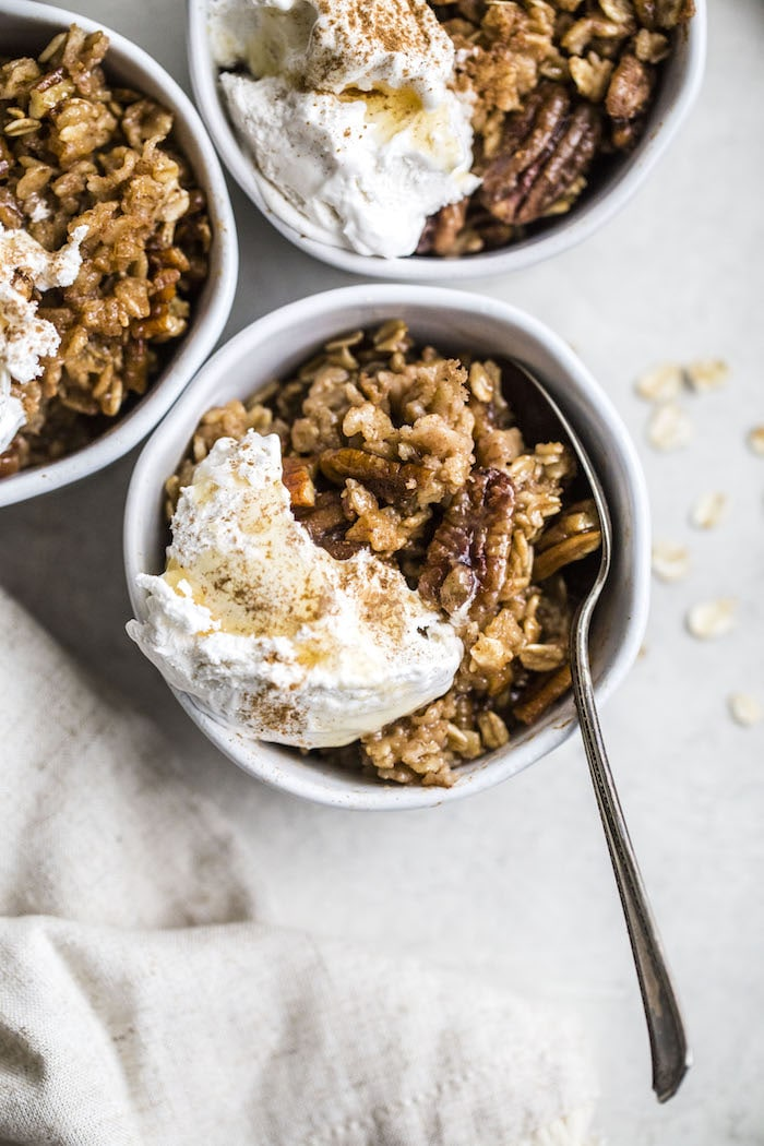 Pecan Pie Baked Oatmeal | thealmondeater.com