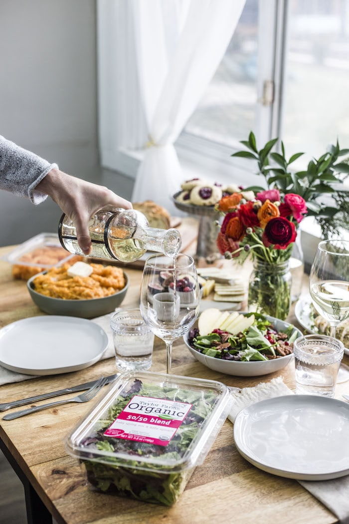 Healthy Holiday Tablescape | thealmondeater.com