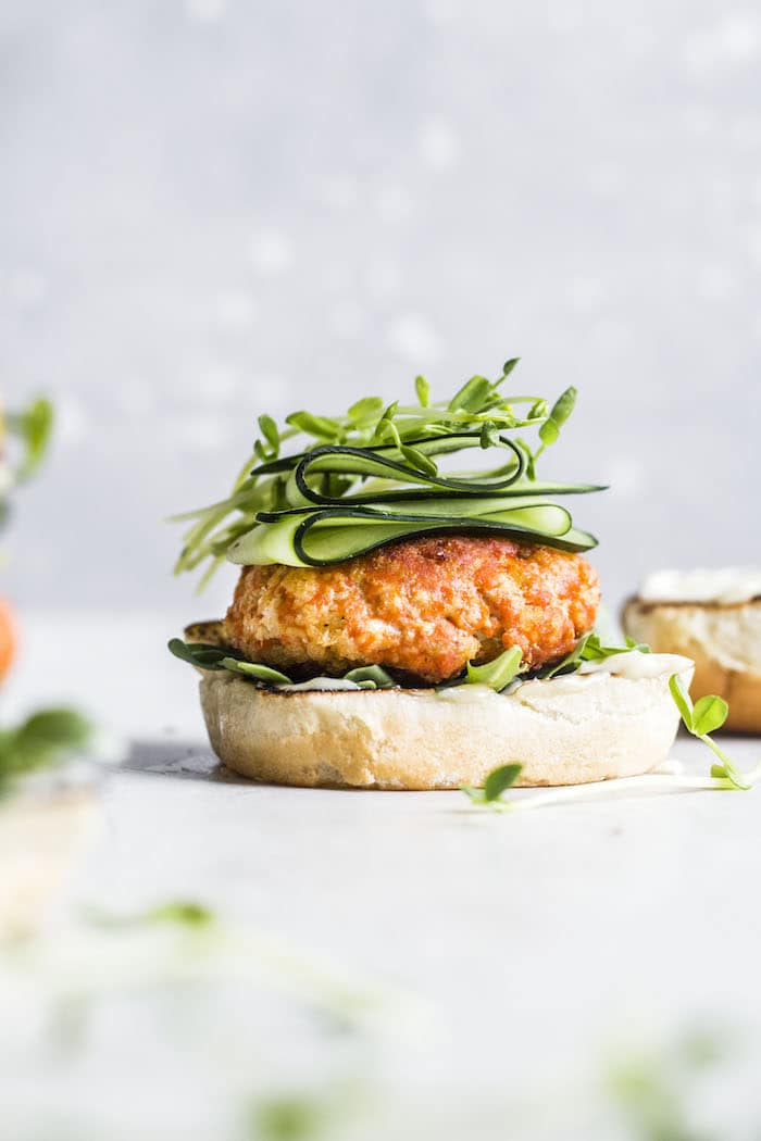 Pan-Seared Salmon Burgers with Garlic Aioli | thealmondeater.com