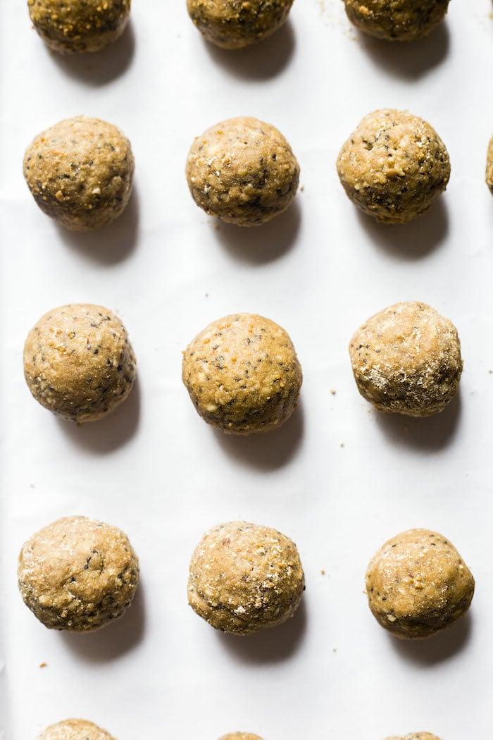 Peanut Butter Maca Bites | thealmondeater.com