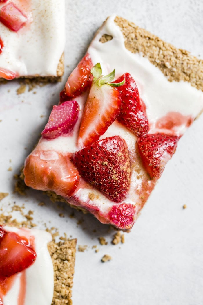 Strawberry Rhubarb Fruit Flatbread | thealmondeater.com