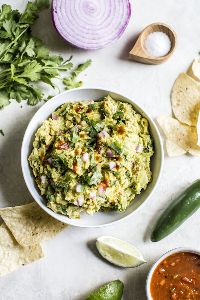Chipotle Pepper Guacamole | thealmondeater.com