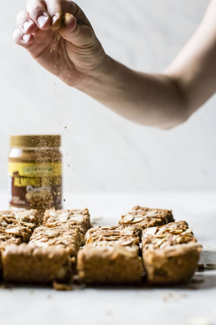 Flourless Almond Butter Blondies | thealmondeater.com